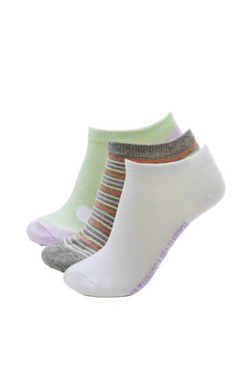 Σετ κοντά ζεύγη κάλτσες