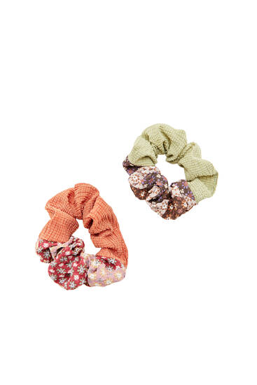 2-pack of colourful patchwork scrunchies