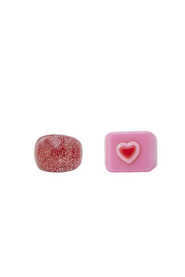 Pack of 2 resin rings with heart detail