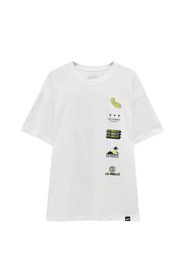 Біла футболка із зображеннями STWD