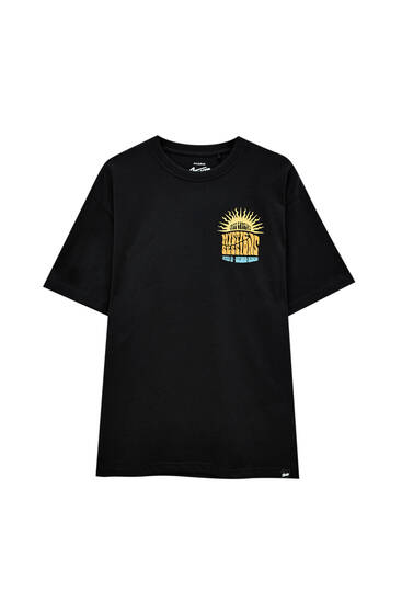 Zwart T-shirt met contrasterende tekst
