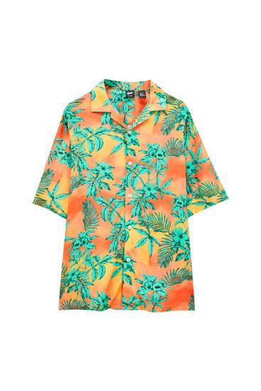 Short sleeve shirt with leaf print