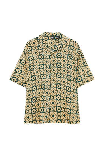 Сорочка з геометричним принтом і короткими рукавами