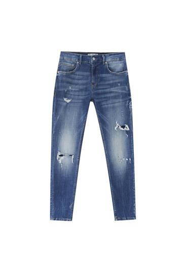Premium-Jeans im Skinny-Fit mit Zierrissen am Hosenbein