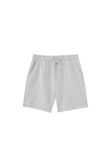 Basic jogger Bermuda shorts with pockets - contains recycled polyester