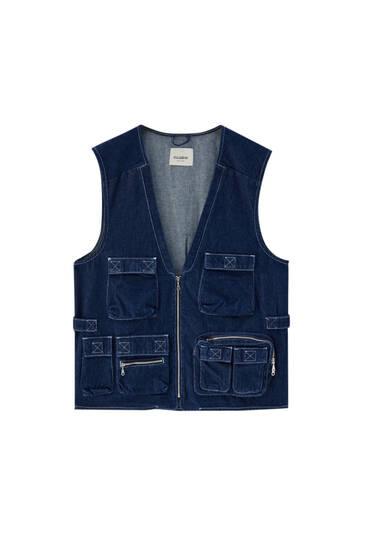 Синій джинсовий жилет в утилітарному стилі