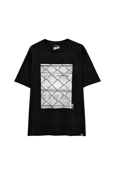 Black T-shirt with wire photo