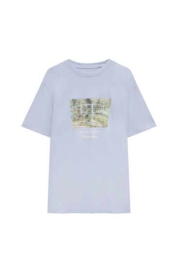 Lilafarbenes T-Shirt mit einem Werk von Monet