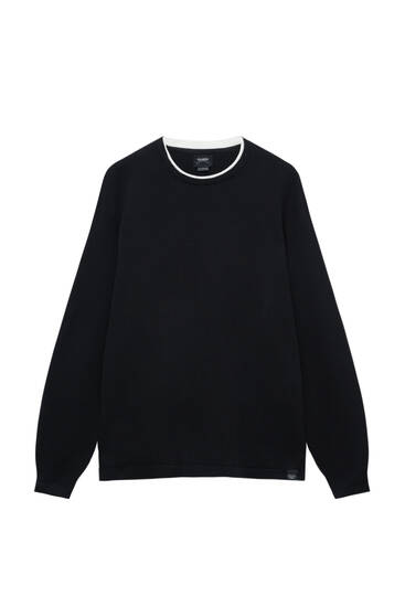 Basic sweater with contrast collar