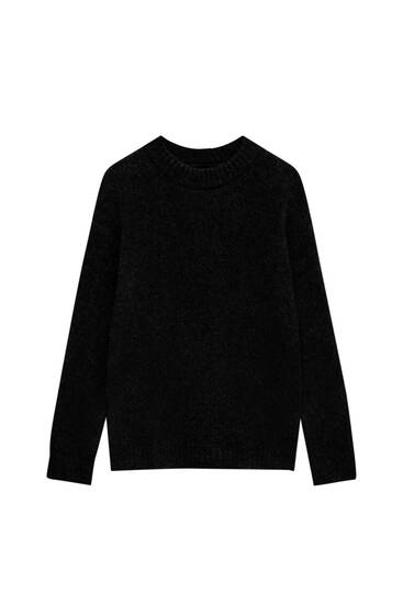 Soft knit sweater with round neck