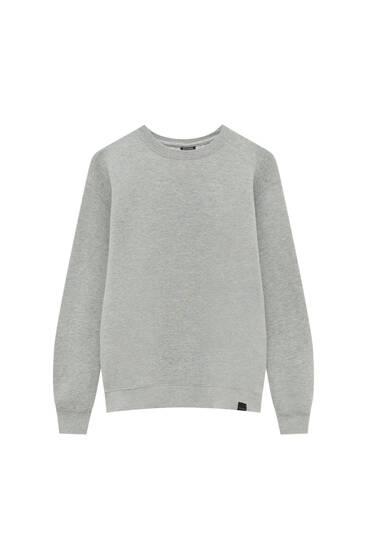 Basic round neck sweatshirt with label