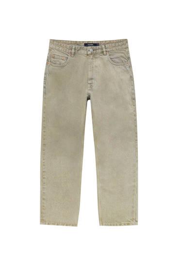 Jeans standard fit desbotadas