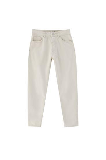 Basic-Jeans im Standard-Fit