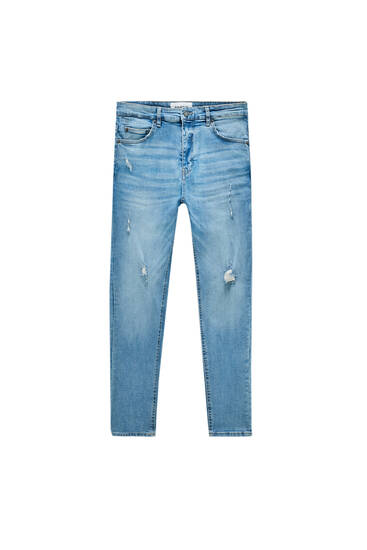 Basic carrot fit jeans with ripped detailing