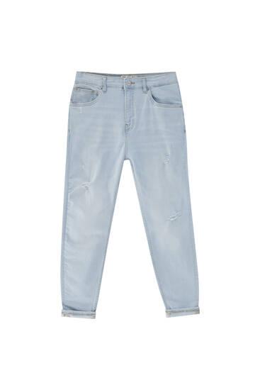 Блакитні джинси-керот - містять перероблену бавовну