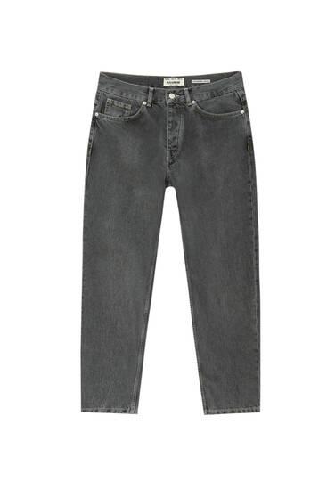Jeans básicas standard fit cinco bolsos