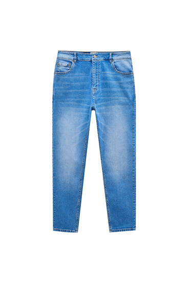 Jeans carrot fit azules detalle lavado