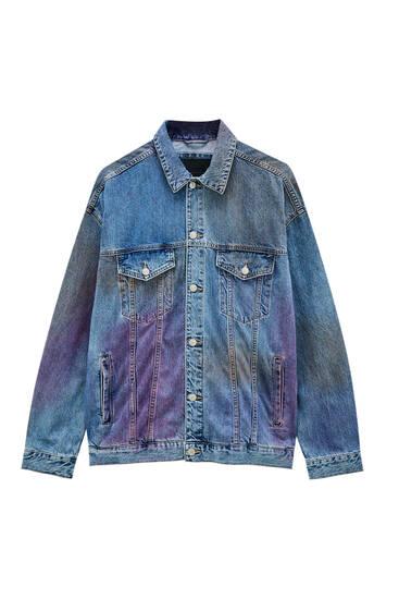 Джинсова куртка з плямами фарби