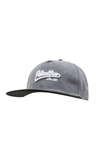 Γκρι καπέλο τζόκεϊ με κέντημα σε αντίθεση