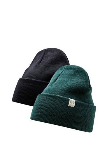 Σετ με 2 πλεκτούς σκούφους σε μαύρο και πράσινο χρώμα