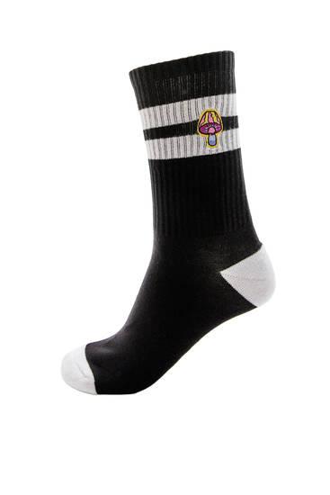 Sportske čarape sa izvezenim gljivama