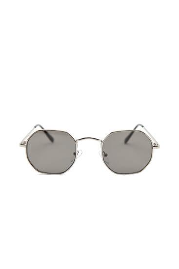 Sunglasses with geometric frame