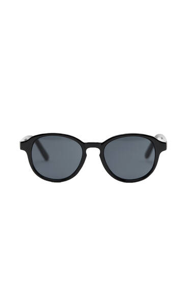 Round black resin sunglasses