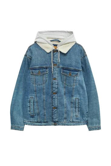 Джинсова куртка оверсайз із контрастними деталями
