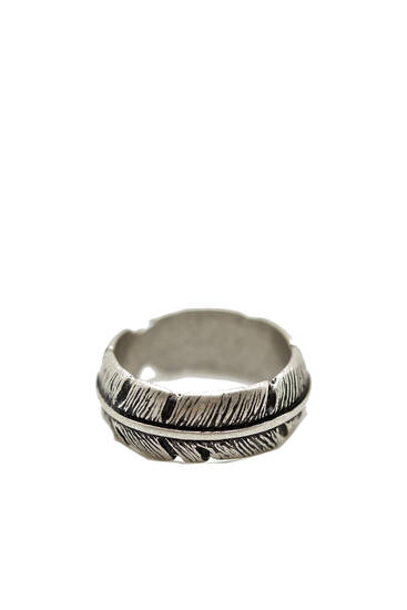 Silver-toned leaf-shaped ring