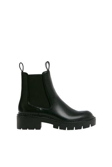 Chelsea-støvler med track-såler