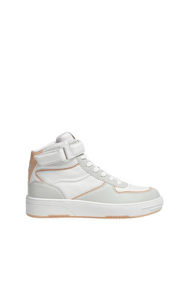 Hohe Sneaker im Retrolook