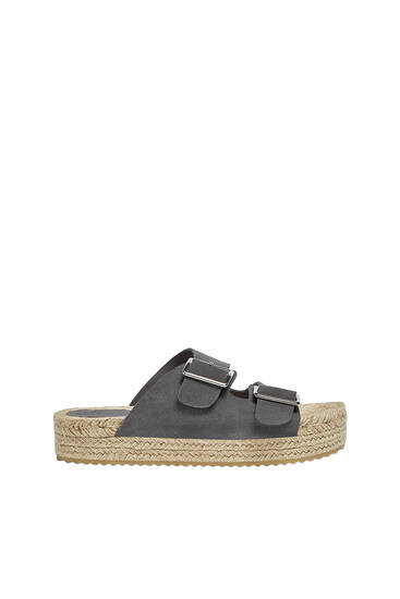 Leather sandals with buckle details