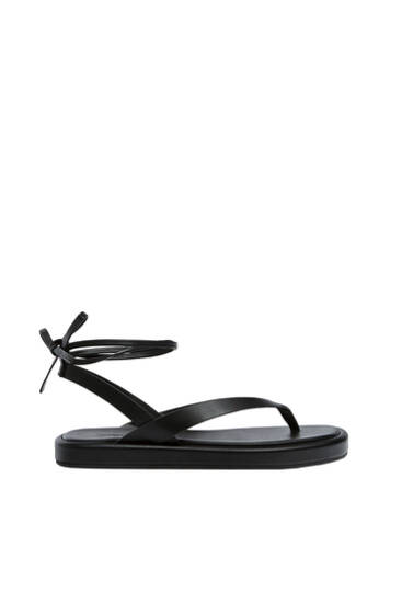 Sandales plates lacées