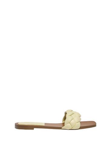 Sandale deschise la spate cu model împletit