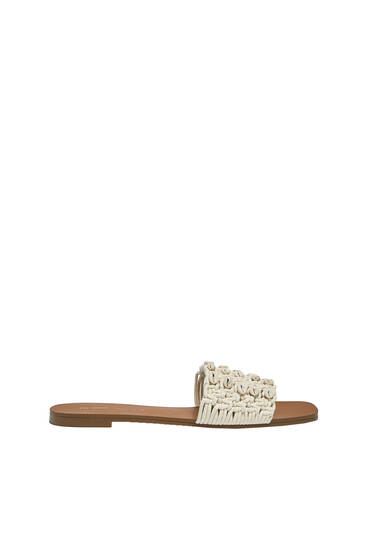 Flat sandals with crochet seashell details