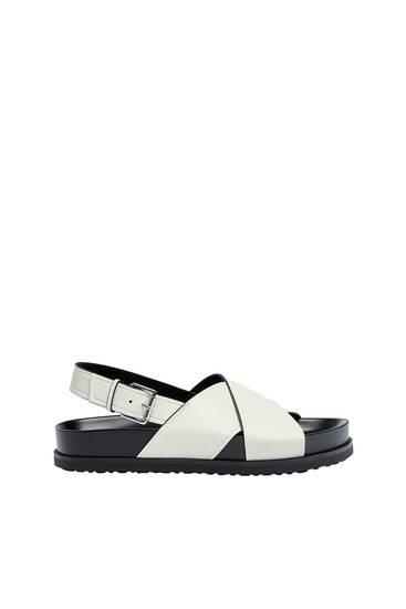 Sandales plates brides croisées
