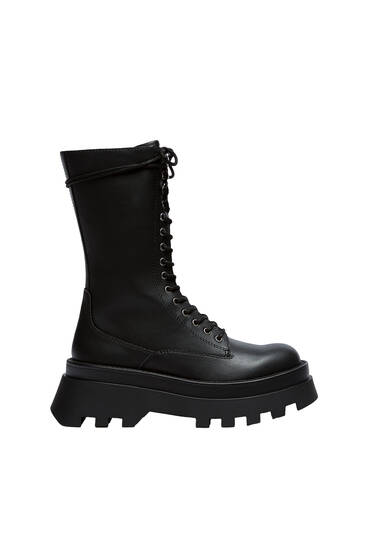 Lace-up boots with track sole