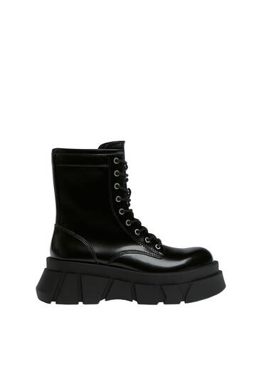 Ankle boots with raised sole