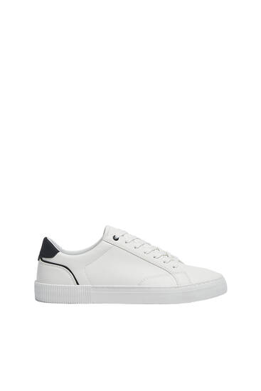 Casual trainers with textured sole