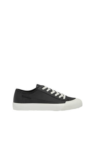 Casual trainers with toecap detail