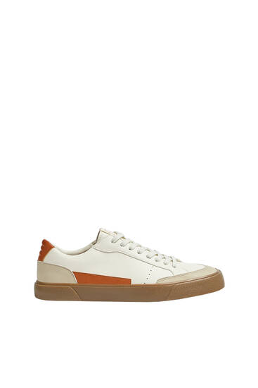 Контрастные кроссовки в стиле ретро