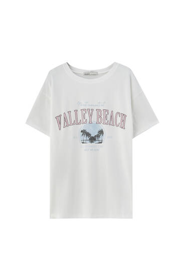 Белая футболка в стиле преппи