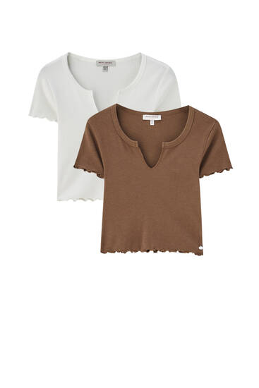 Pack of T-shirts with neckline slits