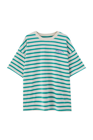 Marškinėliai su žaliais dryžiais