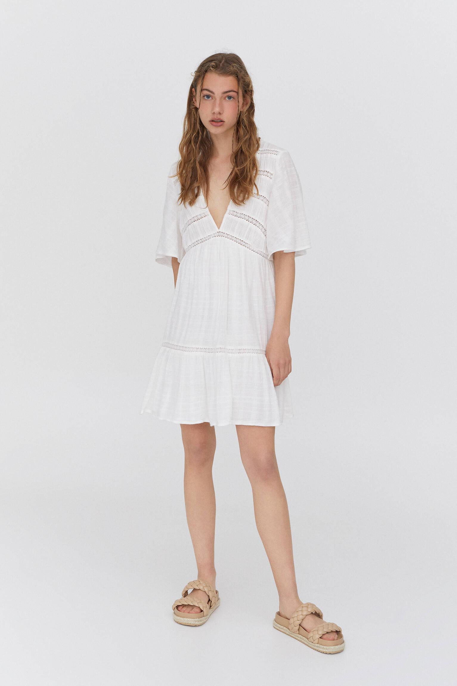 Мини-платье из струящейся ткани в стиле рустик Белый Pull & Bear