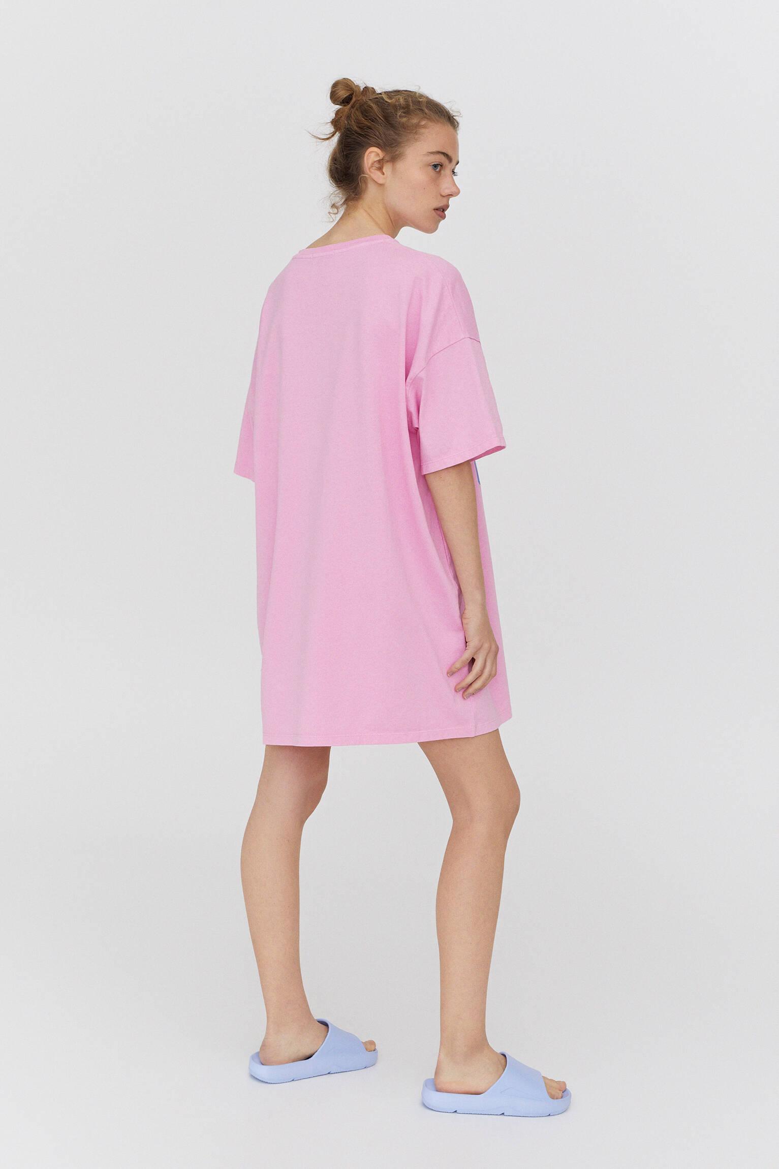 Розовое платье-футболка в стиле преппи РОЗОВЫЙ Pull & Bear