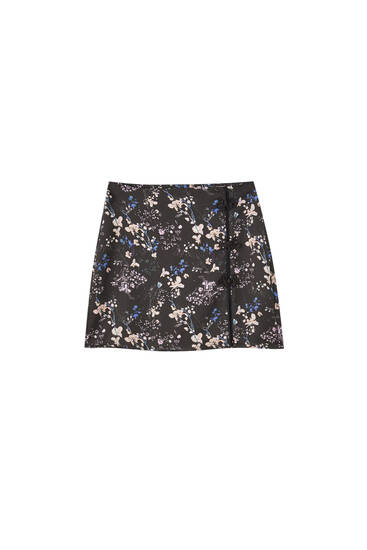 Floral mini skirt with side slit