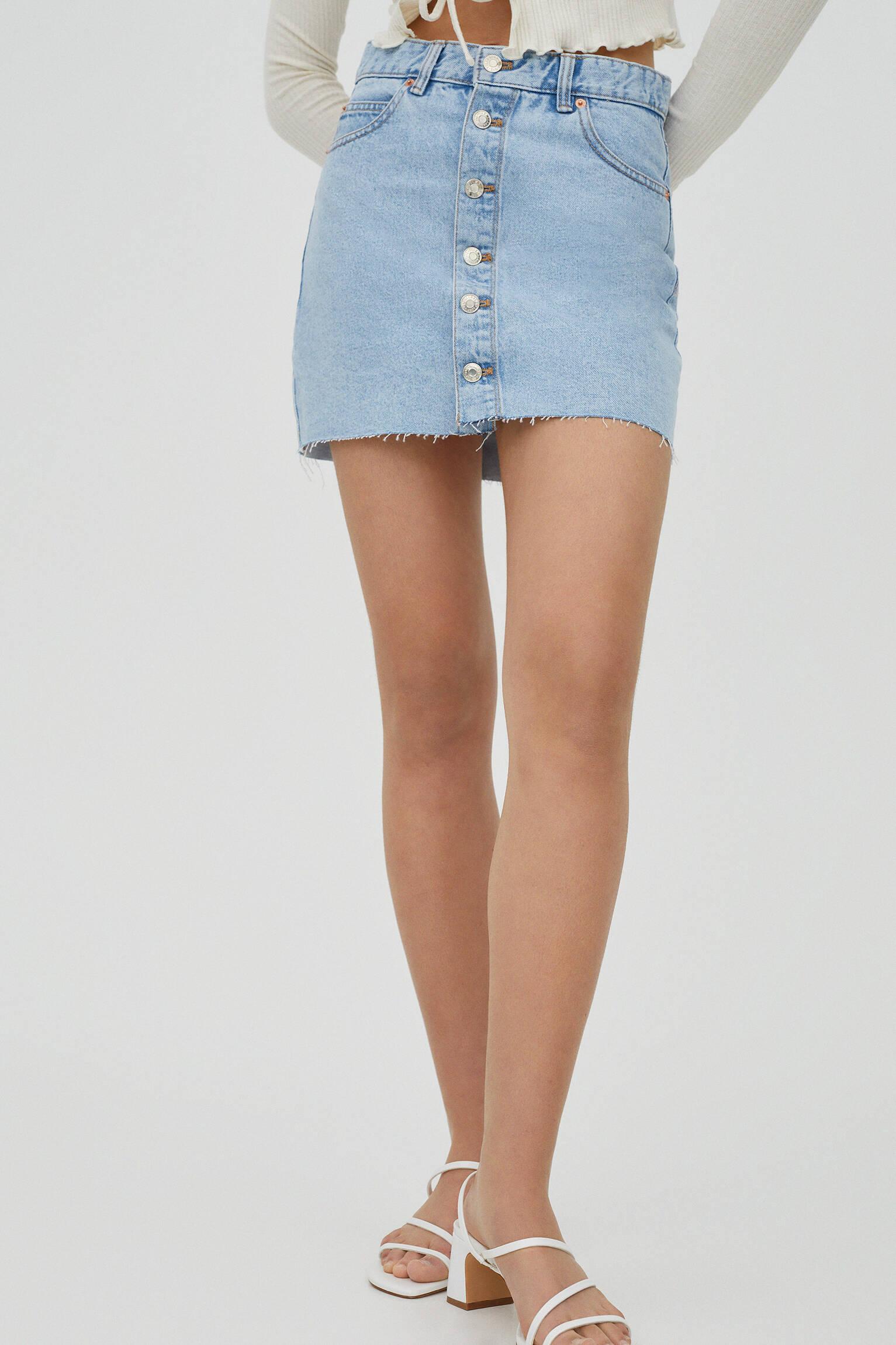 Джинсовая мини-юбка с пуговицами - не менее 50% органического хлопка Синий Pull & Bear