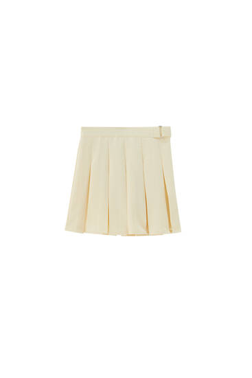 Box pleat mini skirt with buckle