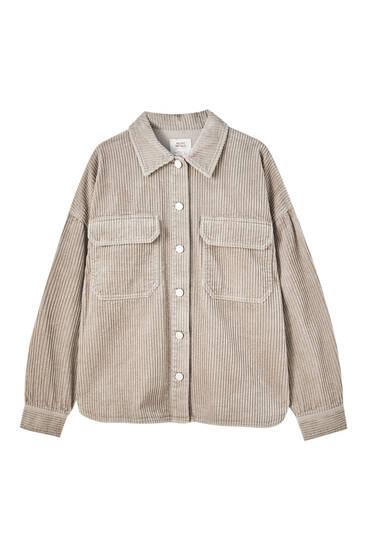 Camisa pana bolsillos delanteros